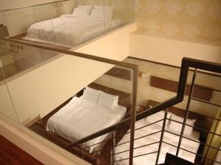 兩腳詩集概念旅館