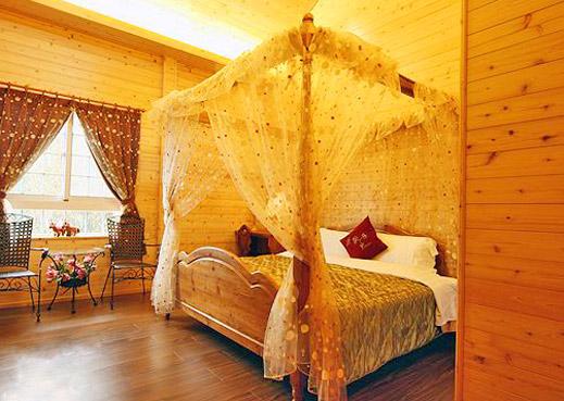 大床卧室木屋图片