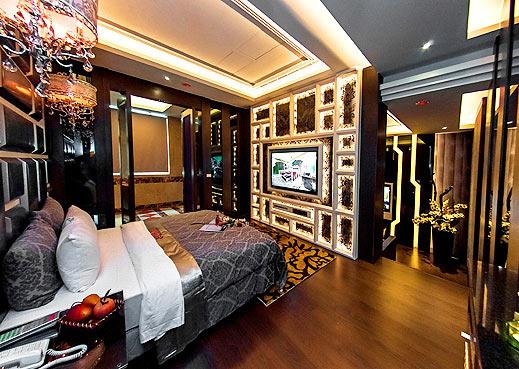 地毯,木质地板  浴  室:浴缸式,淋浴间,乾湿分离  窗  户:部分有  车